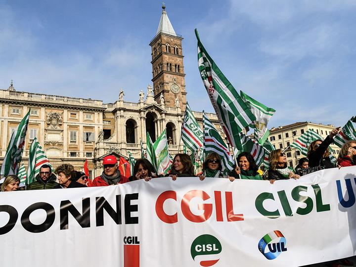 В Риме сотни тысяч человек вышли на акцию протеста - ФОТО