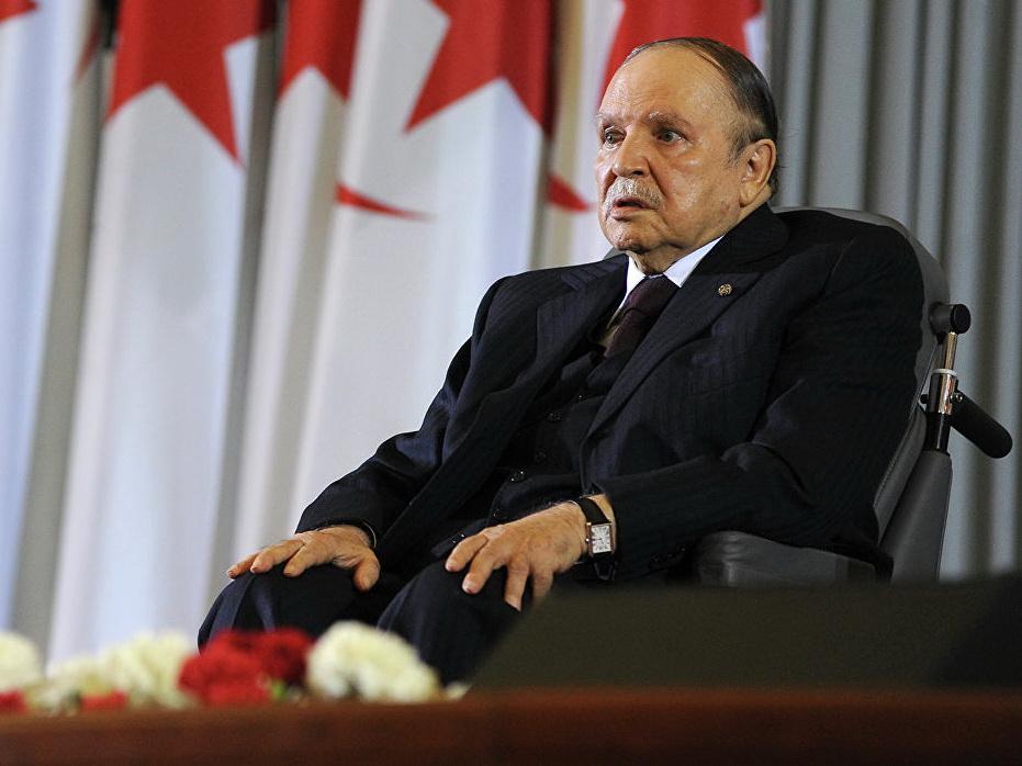 Президент Алжира официально объявил о выдвижении на пятый срок