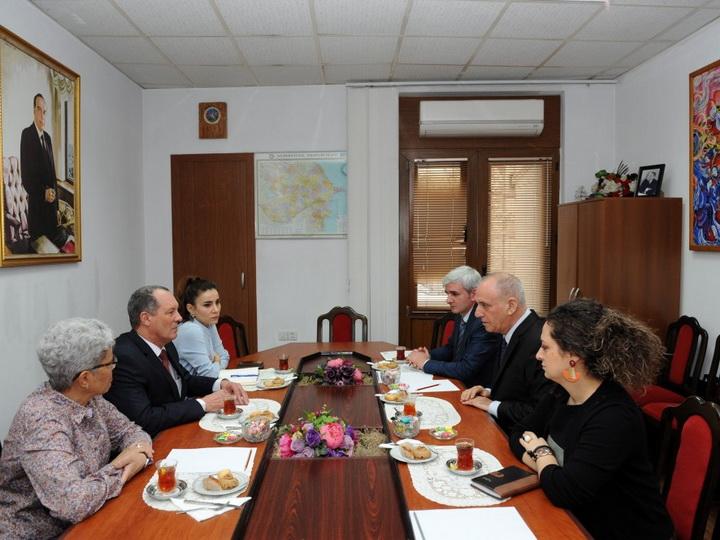 Посол Кубы в Азербайджане ознакомился с деятельностью отдела испанского языка АЗЕРТАДЖ - ФОТО