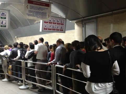 В чем причина столпотворения в метро «28 Мая»? Комментарий Бакметрополитена