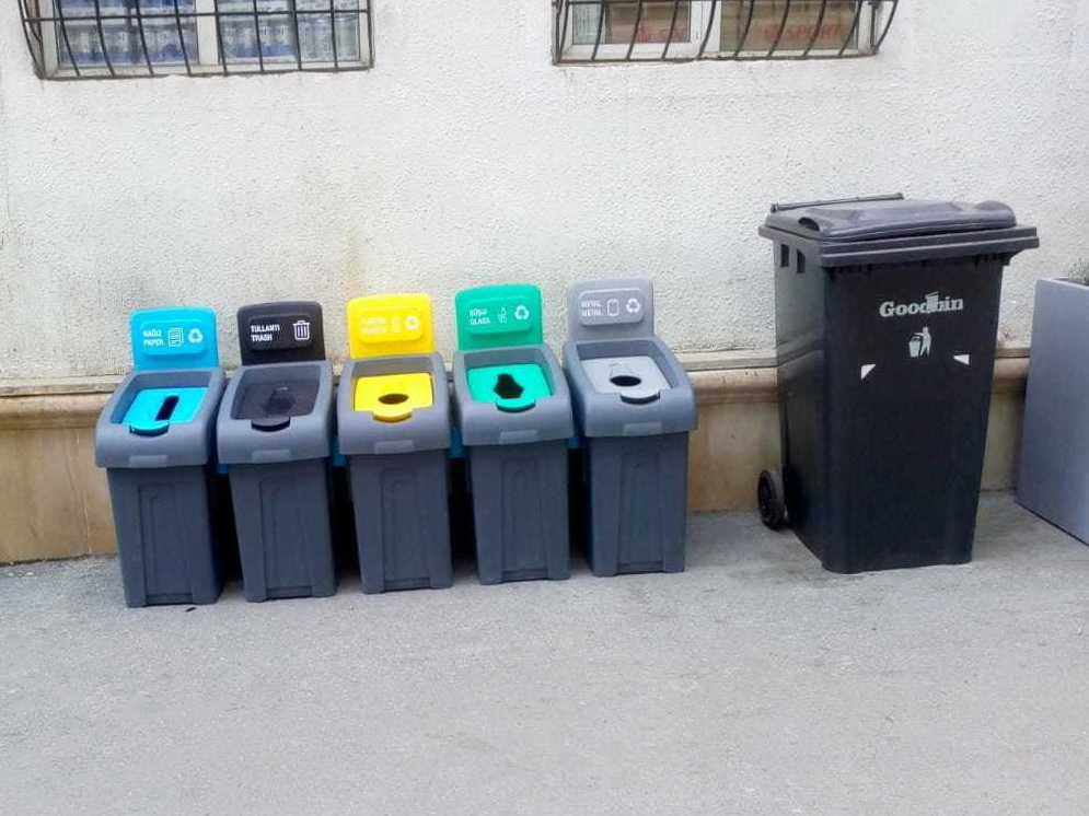 Это в Азербайджане, а не в Норвегии: В центре Баку установили баки для сортировки мусора – ФОТО - ВИДЕО