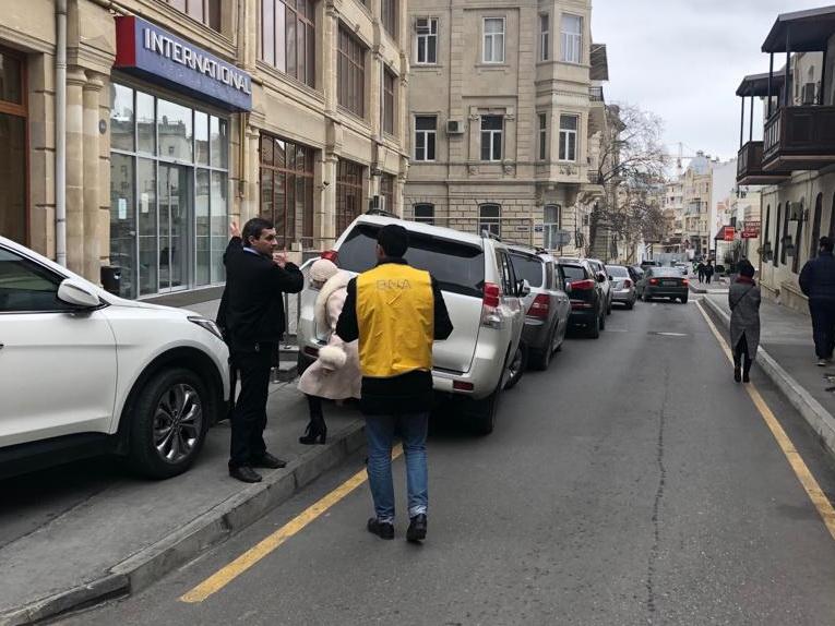 Неотложные меры: После публикации 1news.az сотрудники БТА начали штрафовать водителей в центре Баку – ФОТОФАКТ