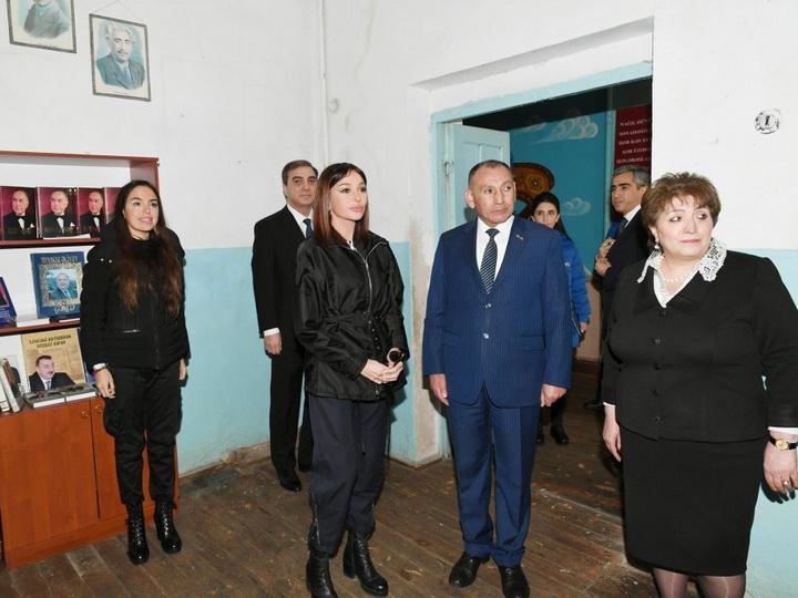 Первый вице-президент Азербайджана побывала в Гяндже в полной средней школе номер 18 - ФОТО