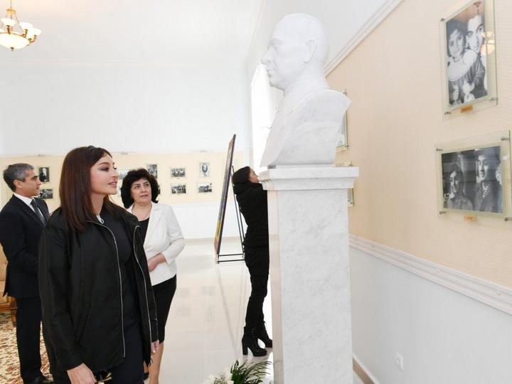 Первый вице-президент Азербайджана побывала в доме-музее Мир Джалала Пашаева в Гяндже - ФОТО