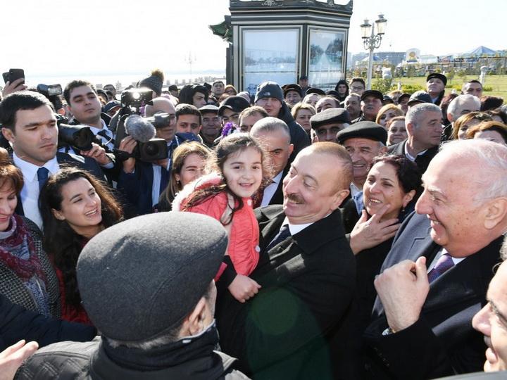 Президент Ильхам Алиев встретился с жителями Сумгайыта на приморском бульваре - ФОТО