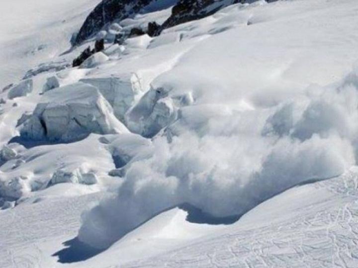 В Швейцарии сошла снежная лавина, под ней могут находиться до 12 человек - ВИДЕО