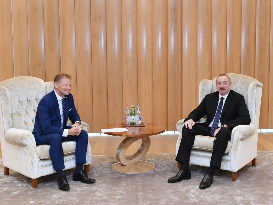 Президент Ильхам Алиев встретился с вице-президентом Европейского инвестиционного банка
