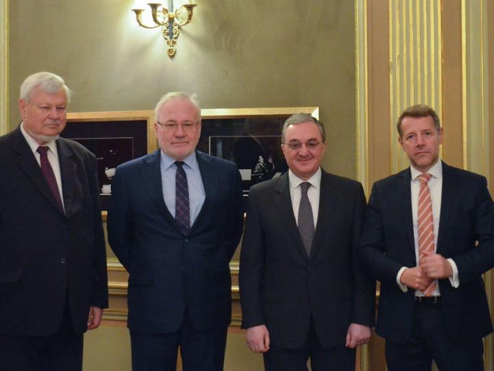Посредники по Карабаху встретятся в Ереване с главой МИД Армении