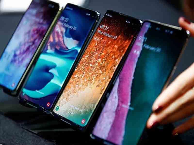 """""""Samsung"""" yeni smartfonları və saatları təqdim etdi - FOTO"""