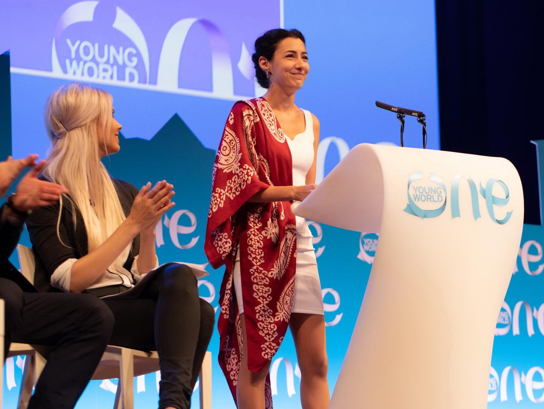 Forbes-in siyahısına düşmüş Zarangiz Hüseynova: Enerjini alan insanlardan uzaq durmalı – FOTO – VİDEO