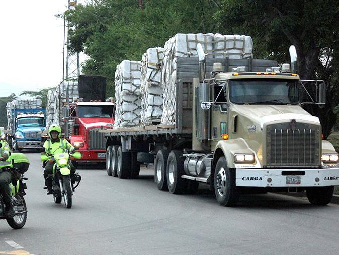 Представитель Гуаидо: грузовик с гумпомощью проехал из Бразилии в Венесуэлу