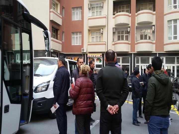 В Баку в эксплуатацию сдан многоквартирный дом, жильцы получили купчую прямо на месте - ФОТО