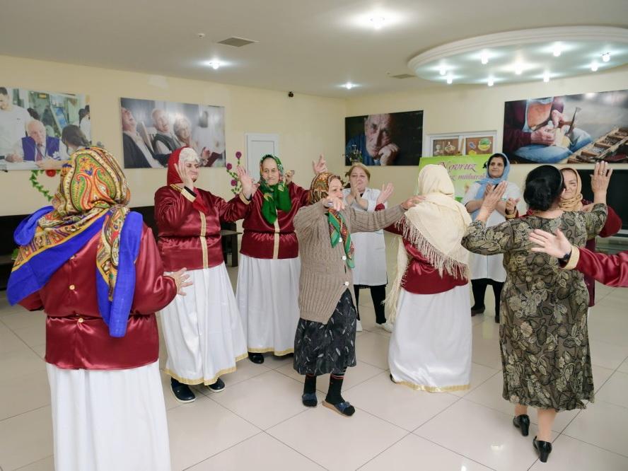 Фонд Гейдара Алиева провел праздничное веселье в учреждении социального обслуживания - ФОТО