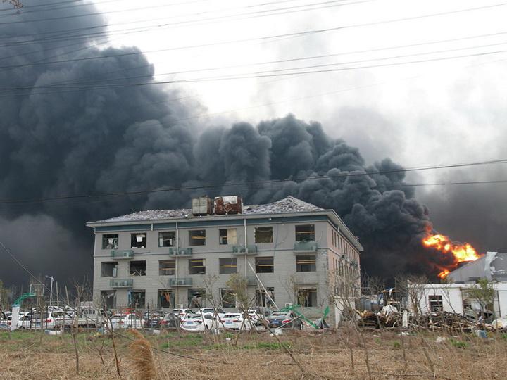 Число жертв взрыва на химзаводе в Китае выросло до 62 человек