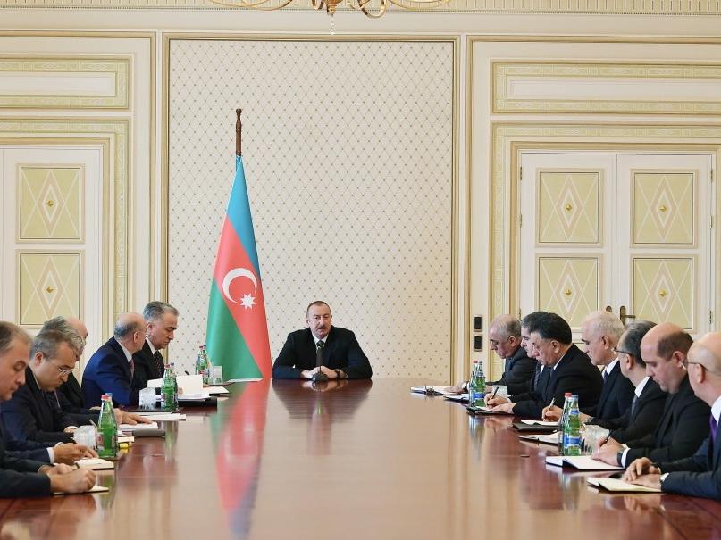 Под председательством Президента Ильхама Алиева состоялось совещание в связи с пожаром в торговом центре Diqlas - ФОТО