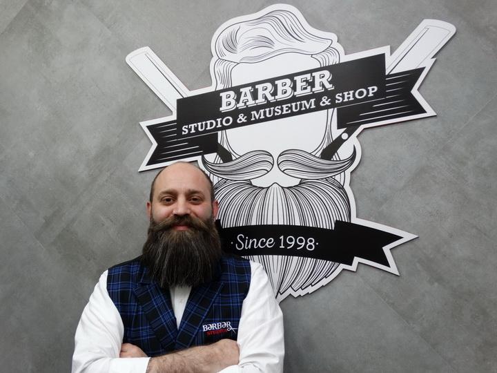 Start Up. Впервые в Азербайджане: как Салман Исмайлов создавал музей парикмахерского искусства – ФОТО – ВИДЕО