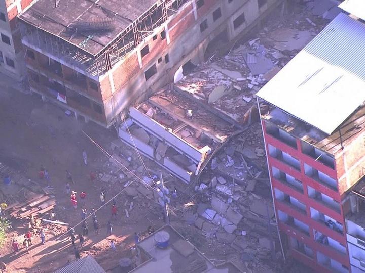 В Бразилии при обрушении двух зданий погибли семь человек