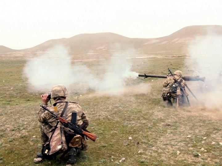 Военнослужащие отрабатывают правила пользования различными видами стрелкового оружия - ФОТО - ВИДЕО
