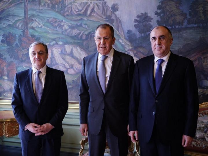 Главы МИД Азербайджана, Армении и России выступили с совместным заявлением по итогам встречи в Москве