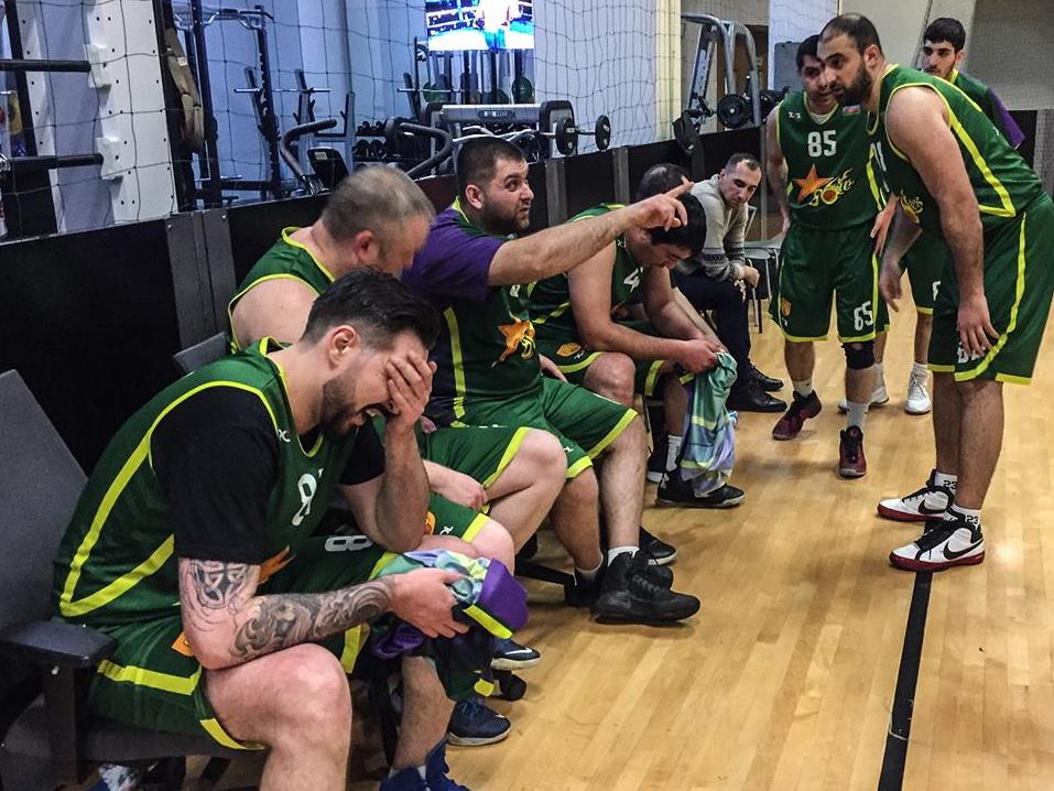 Баскетбольные клубы стартовали в Кубке Возрождения