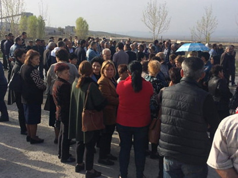 Работники «АраратЦемент» проводят акцию протеста