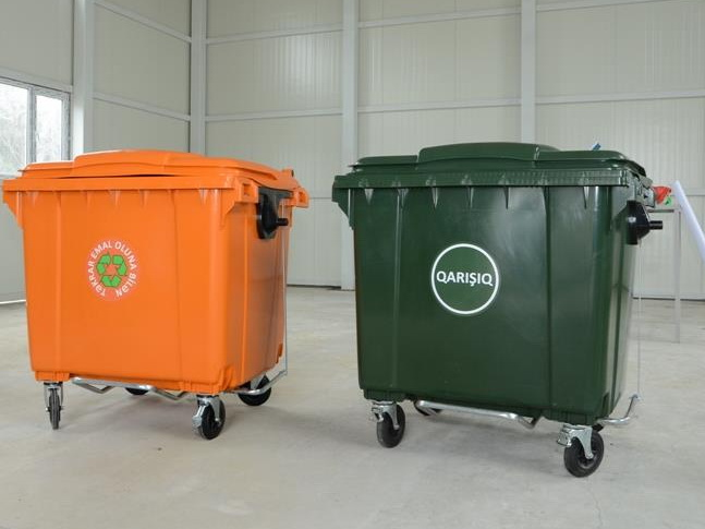 В Баку привезли новые мусорные контейнеры - ФОТО