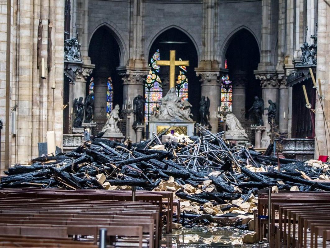 Пожертвования на реконструкцию парижского собора достигли миллиарда евро - ФОТО