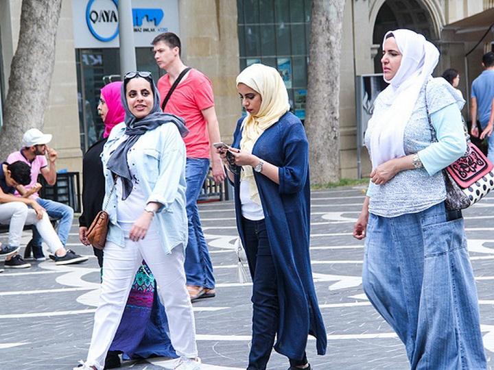 Сократилось количество приезжающих в Азербайджан туристов