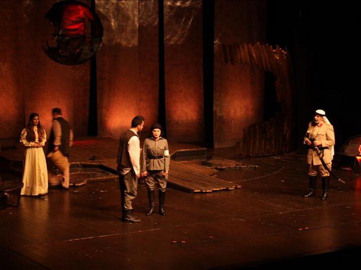 В Стамбуле показали спектакль по пьесе Гусейна Джавида – ФОТО