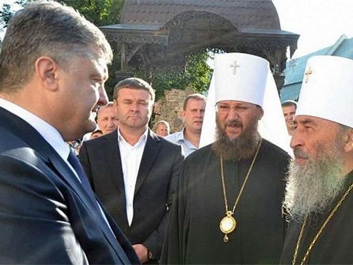 Порошенко перед голосованием посетил литургию