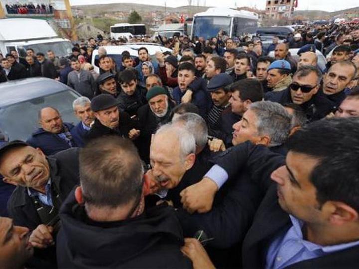 В пригороде Анкары напали на лидера турецкой оппозиции - ВИДЕО