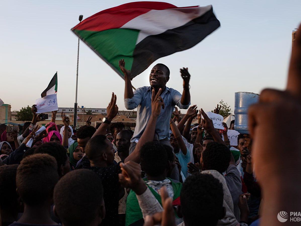 Военный совет Судана решит, создавать ли гражданский управляющий орган