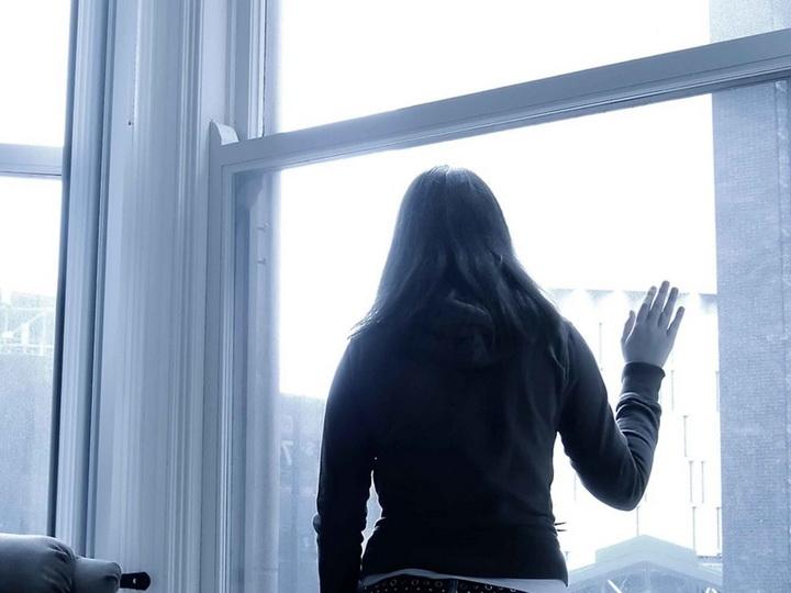 В Баку девочка бросилась с пятого этажа, но осталась жива