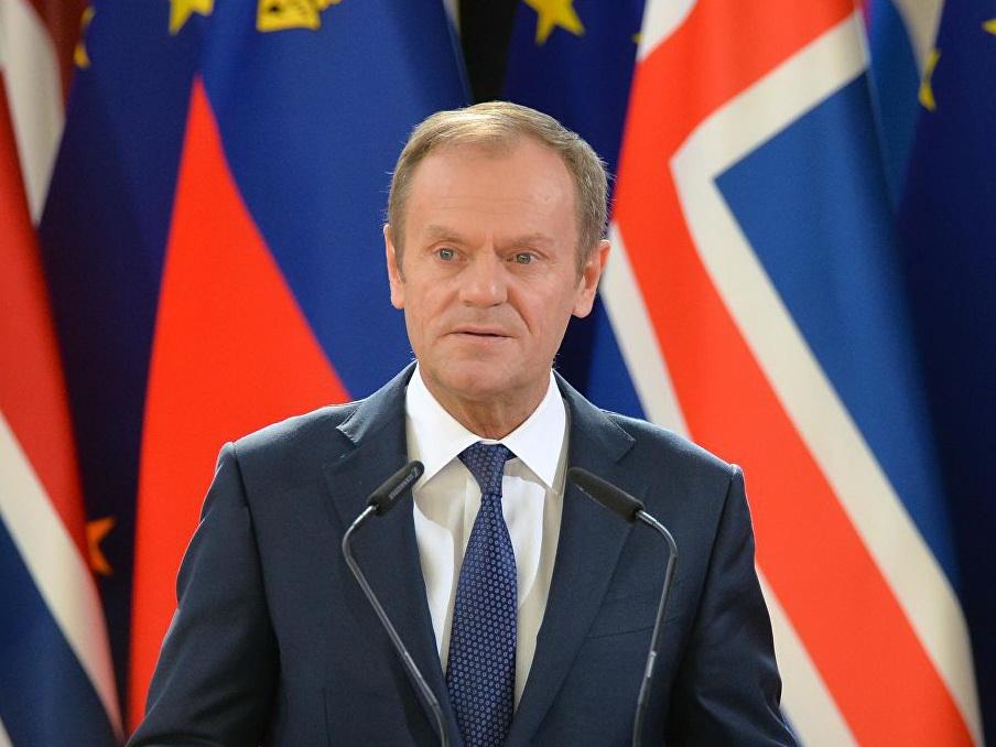 Туск поздравил Зеленского с победой на президентских выборах