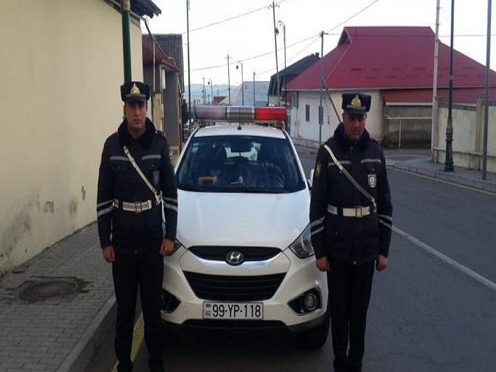 Bankdan götürdüyü krediti itirdi, yol polisi tapıb qaytardı – FOTO