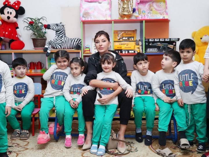 Мехрибан Алиева ознакомилась с условиями в детском саду номер 229 в Бузовне, гимназии в Мярдакяне и школе номер 32 Лачинского района - ФОТО