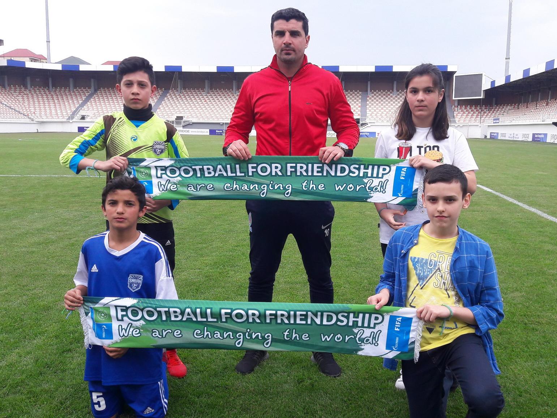 Наставник и футболисты «Сабаха» встретились с игроками U-12, которые примут участие на проекте «Футбол для дружбы» - ФОТО