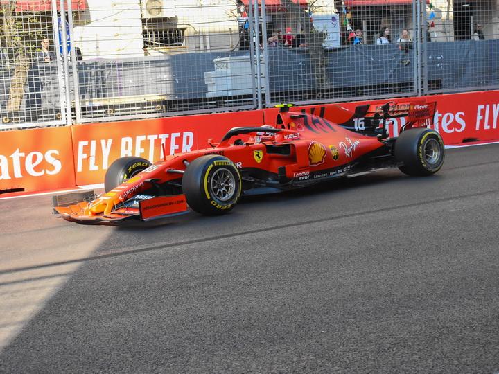 Леклер показал лучшее время дня на SOCAR Гран-при Азербайджана Ф1 - ФОТО