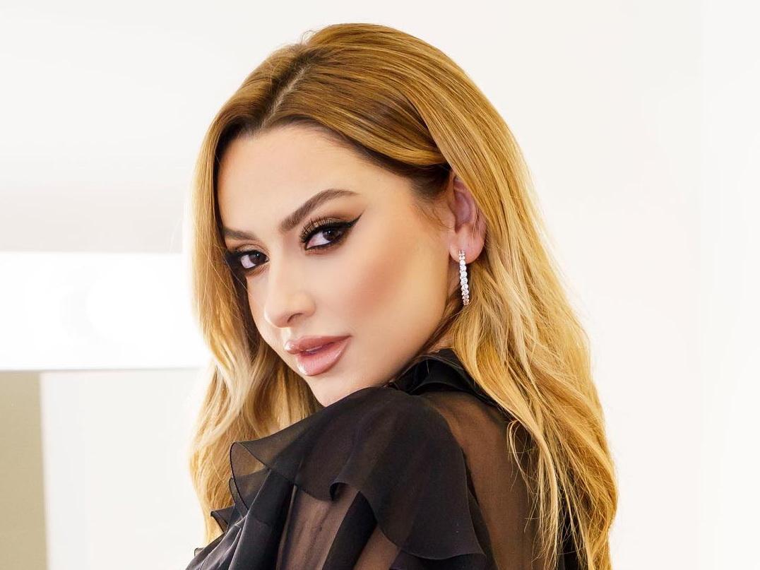 Госпитализирована турецкая певица Хадисе – ФОТО