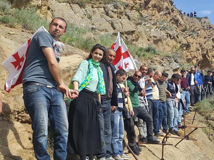 «Живая стена» на границе: кто и зачем в Грузии называет Азербайджан оккупантом?