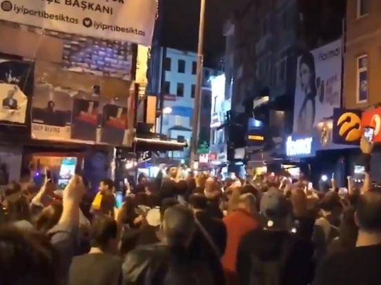 «Кастрюли и сигналы»: Стамбул протестует против отмены итогов выборов мэра города – ФОТО - ВИДЕО