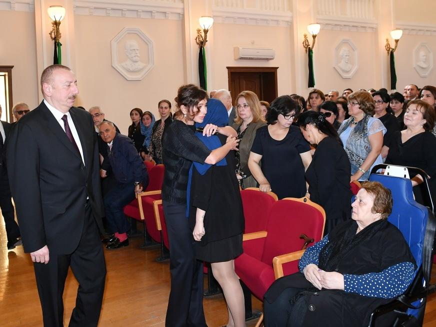 Президент Ильхам Алиев принял участие в церемонии прощания с выдающимся композитором Арифом Меликовым - ФОТО