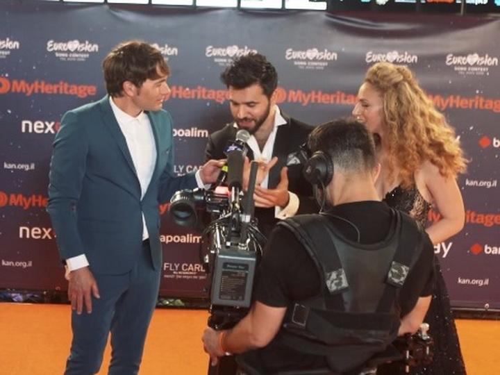 Чингиз Мустафаев спел на иврите на оранжевой ковровой дорожке церемонии открытия «Евровидения 2019» - ВИДЕО