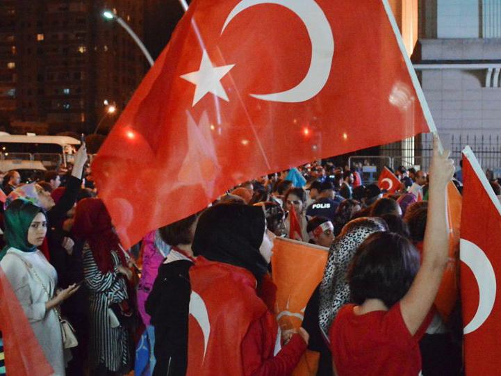 В Турции в прямом эфире одного из местных телеканалов армянский мальчик принял ислам