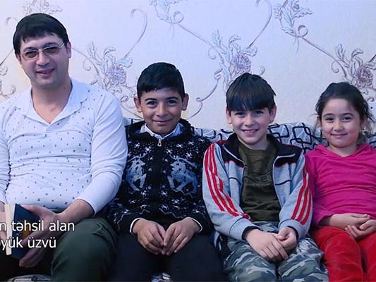 В Азербайджане учитель с 11-летним стажем решил вновь сесть за парту - ВИДЕО