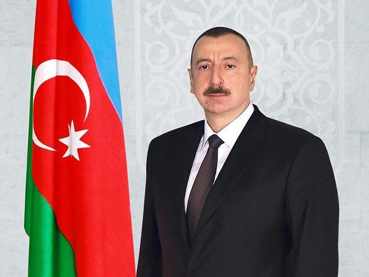 Prezident İlham Əliyev Bakıda keçirilən sərgilərlə tanış olub