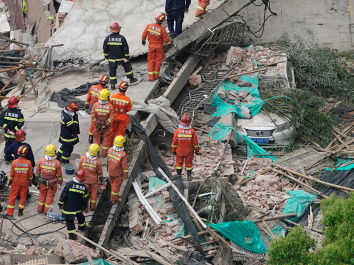 Пять человек погибли во время реконструкции здания в Шанхае - ФОТО - ВИДЕО