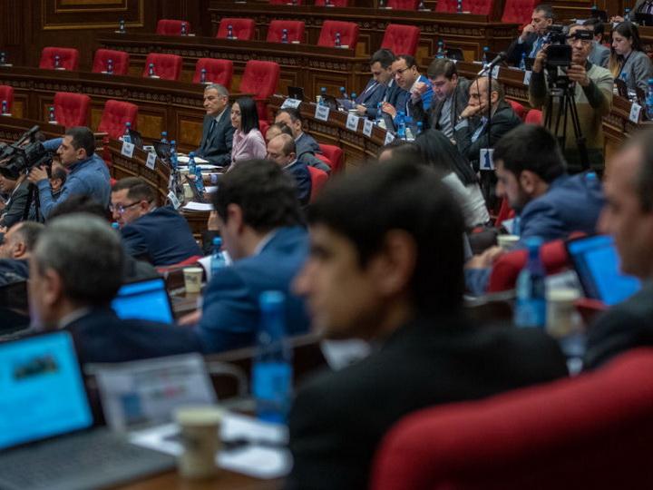 Парламенту Армении не хватило денег