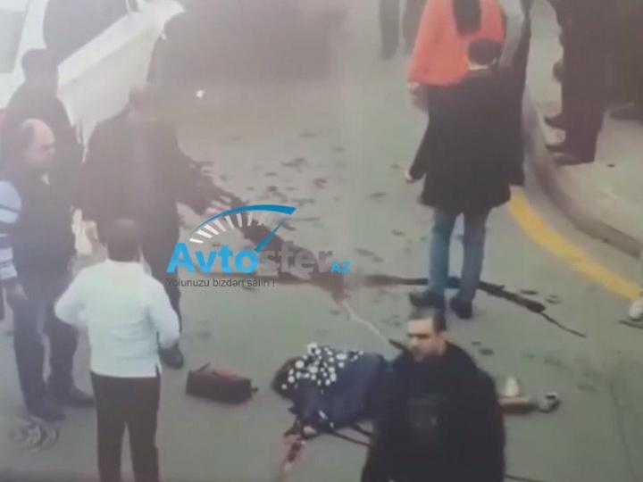 Шокирующее видео оказалось записью ДТП в центре Баку, в котором автомобиль с мертвым водителем сбил на «зебре» пешеходов - ОБНОВЛЕНО - ВИДЕО