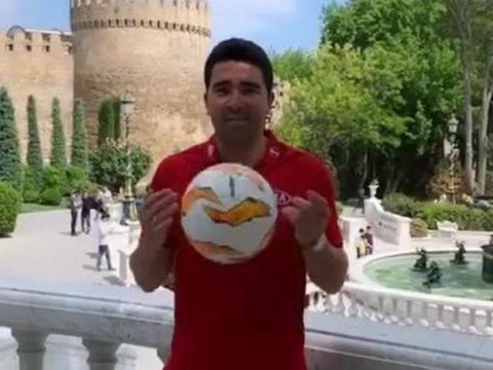 Экс-звезда «Барселоны» погулял по Баку - ФОТО